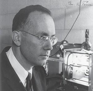 "2. ábra: Charles Townes (fotó: ""Academy of Achievement"")."