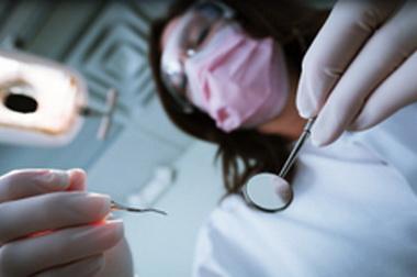 A szülők ragasztják rá a gyermekeikre az odontofóbiát