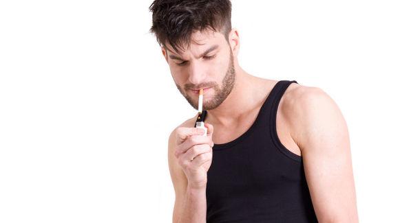 Nagyobb a kockázata a szájüregi rák kialakulásának a reggel dohányzók esetében
