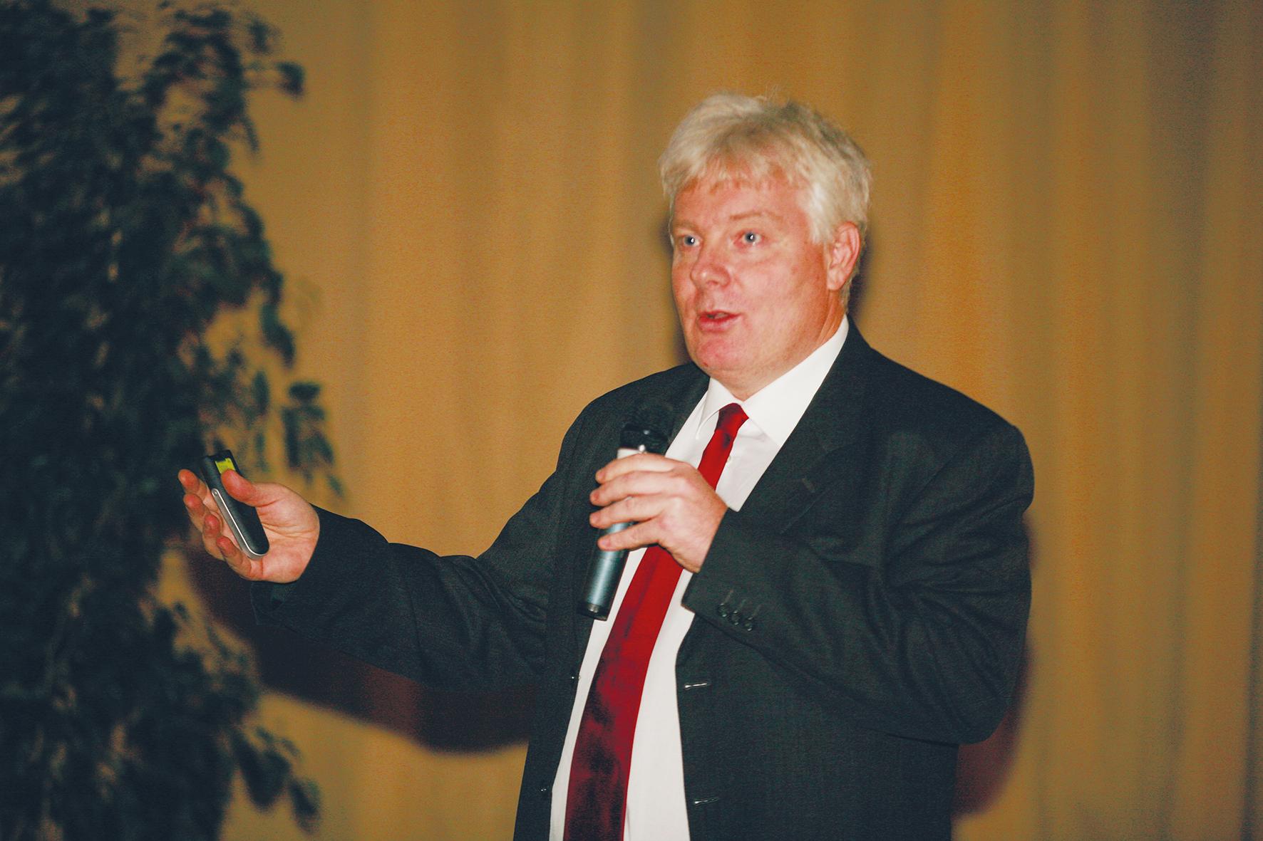 Beszélgetés Dr. Németh Zsolt docens úrral, a konferencia Implantológiai szekciójának a levezető elnökével