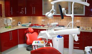Különleges fogászati rendelőt adtak át Pécsen