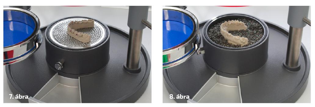 7. ábra: A Drufomat scan készülék egyenes alaplemezére helyezett minta. 8. ábra: A nyomó sablonos készülék granulát-tokjába beágyazott minta.