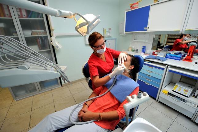 Veszélyes üzem a fogászat, a határátkelő és a pilótafülke