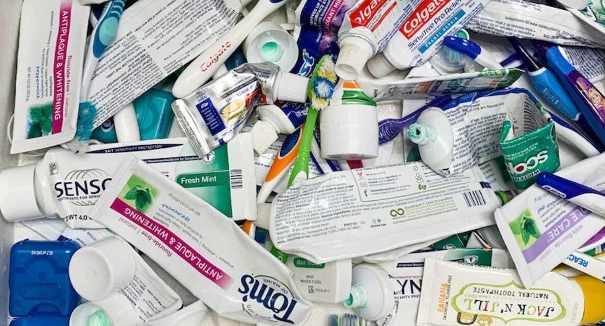 Háromszázmillió fogkrém tubus kerül a hulladéklerakókba