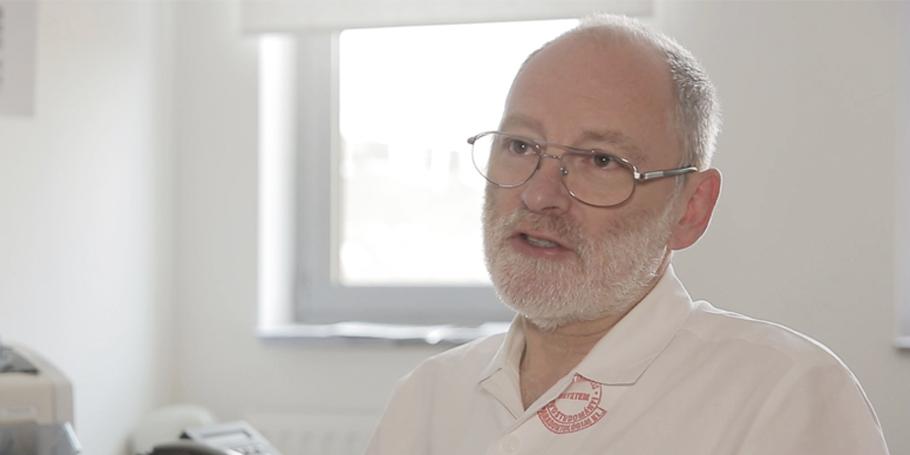 A preventív fogászat oktatása karunkon, 25 év tapasztalata – videó előzetes Dr. Bartha Károllyal