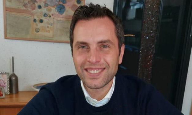 """Paradigmaváltás a gépi gyökércsatorna-megmunkálás kinematikájában: a folyamatos forgómozgástól az automata sebességkontrollos """"Jeni"""" mozgásig – videó előzetes Dr. Eugenio Pedullaval"""