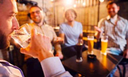 Minden hatodik brit felnőtt tartózkodik az alkoholfogyasztástól
