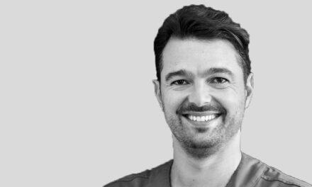Teljes állcsont-rehabilitáció azonnali terheléssel – videóelőzetes Dr. Pedro Rodriguessel