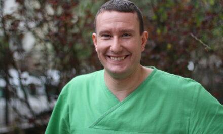 Azonnali implantáció sebészi sablonnal – videóelőzetes Dr.  Sidó Leventével
