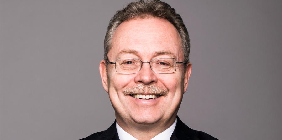 Az esztétikai fogászat aktuális kérdése – Beszélgetés Dr. Volom Andrással