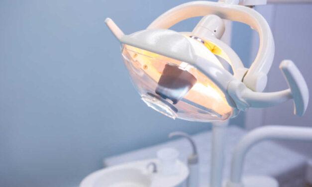 Félelem és reszketés a fogorvosok körében világszerte